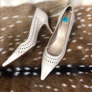 Stuart Weitzman Tan Pointed Heels Size 7.5 SS